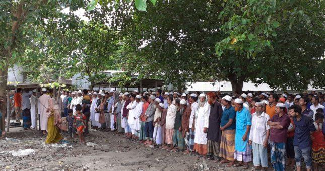 টাঙ্গাইলে গণপিটুিনর শিকারে মৃত্যু মিনুর জানাযায় মুসুল্লিদের ঢল