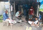 ফুলবাড়ীতে কামারশালায় 'উত্তাপ'নেই, ব্যবসায় মন্দা