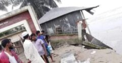 যমুনায় বিলীন আলীপুরের স্কুল-মাদ্রাসা-মসজিদ